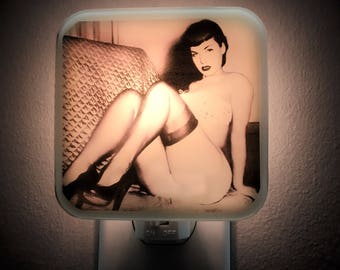 Bettie Page Night Light, Pinup, Pinup girl, pin-up, retro decor, Pin up art, 50s, Rockabilly, Fetish, Vintage decor, Gift for her, Plug in