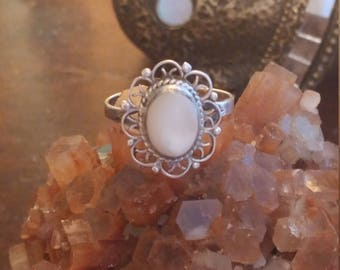 Beautiful Vintage Sterling Silver Filigree White Stone Ring Size 7