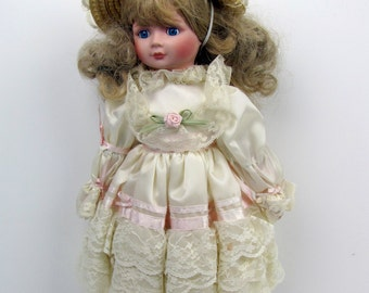 Vintage 1988 Gorham China Sugar and Spice Musical Doll Limited Edition