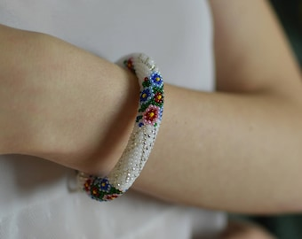 Bracelet Beaded bracelet Knitted bracelet Gift for her Gift for girlfrand Christmas gift White bracelet
