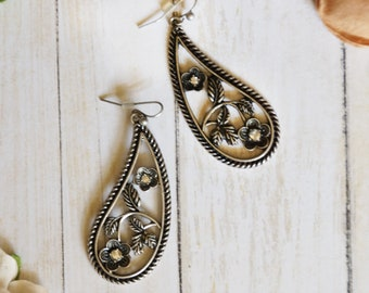 Floral paisley drop earring
