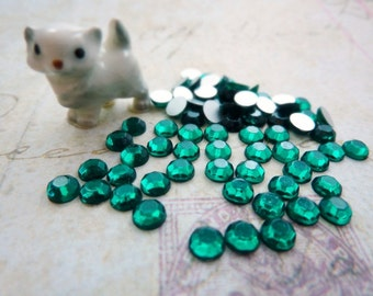 Vintage SS20 4.8mm Glass Chaton Rose Emerald (50)