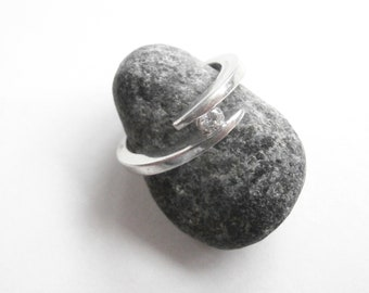 Suspended Stone Ring - Sterling Silver - Vintage Ring - Bypass Ring