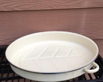 Metal roasting pan