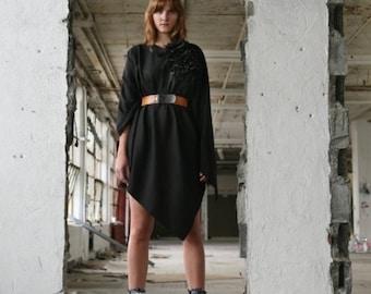 No. 107 Black Ponco Outerwear Cape Women's Fall Fashion Trend Ruffle Poncho