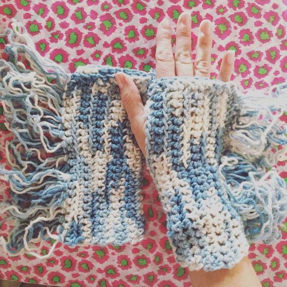 Denim yarn fringed gloves