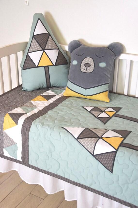 grizzly bear blanket ,  boy baby blanket, crib quilt, bear quilt, bear crib bedding, woodland nursery bedding