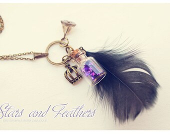 Black Featwomen and glitter stars Bottle pendant. Glass vial necklace. mini Bottle tiny bronze necklace, feather necklace, wish necklace.