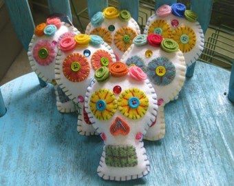 Day of the Dead Sugar Skull Calavera Softie handmade from felt, and upcycled wool.  Dia de los Muertos Ornament