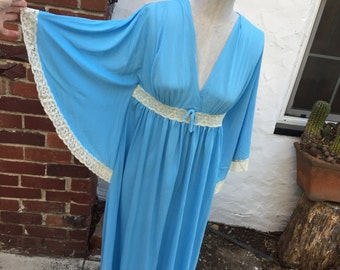Vintage Blue Nightgown with white lace bat sleeves low cut Sz L Deena