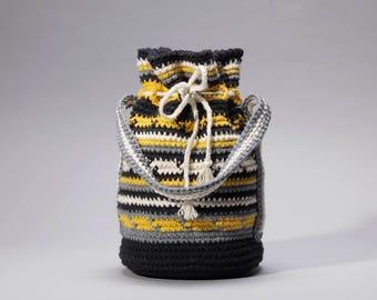 40s style crochet drawstring purse