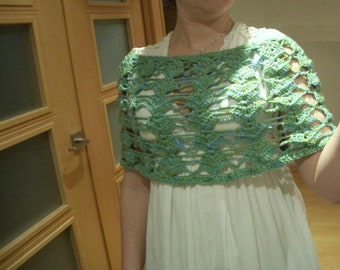 Tube shawl in double-threaded blue and green crochet