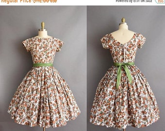25% OFF SHOP SALE..//.. vintage 1950s orange and brown floral cotton full skirt dress Small 50s cotton day dress