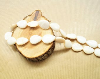 Lot of 5 droplet shape pearls, natural shell tinted ivory 18 * 13 mm