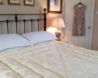 Damask Eiderdown in Cream Single Double Kingsize Vintage Inspired Quilt Comforter