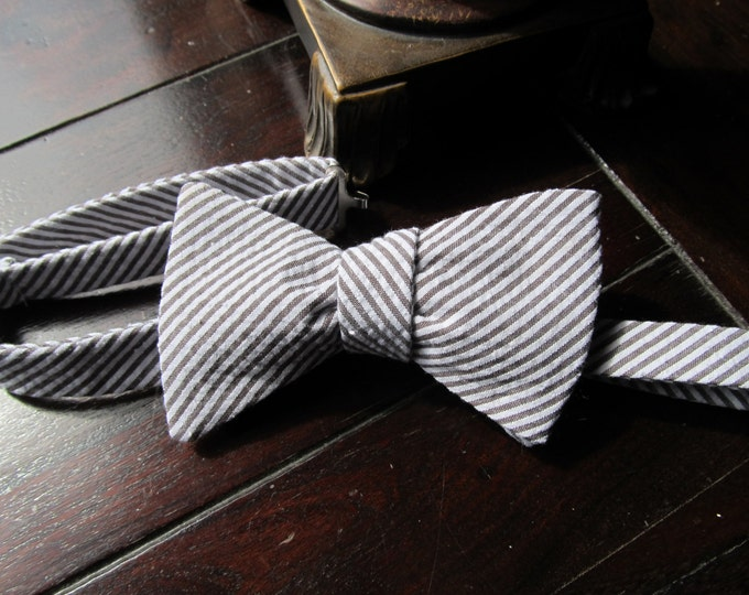 Mens Freestyle Bow Tie - Espresso Seersucker Bowtie - Freestyle self tie - Adjustable Handmade by TwoLCreations