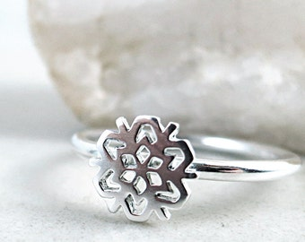Snowflake ring, sterling silver, stackable, Winter jewelry, Holiday gift