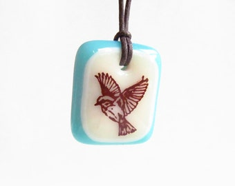 Bird in Flight Necklace / winged bird, flying bird necklace, bird lover gift, bird jewelry