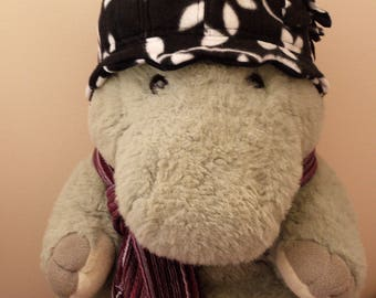 Fleece flower hat, black and white