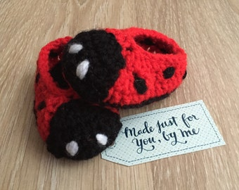 Crochet Unisex Amigurumi Ladybug Baby Slippers, Gift Box Idea for Baby Shower, Pregnancy Announcement and Gender Reveal to Grandparents