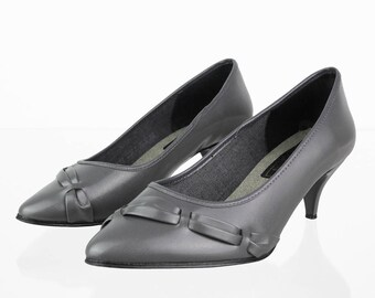 Vintage pumps in grey with pattern 38