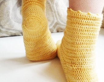 Marguerite socks - PDF pattern to crochet socks for women (and older children)