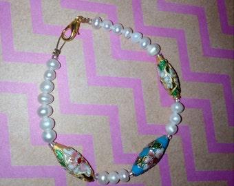 Pearls bracelet, 3 hearts