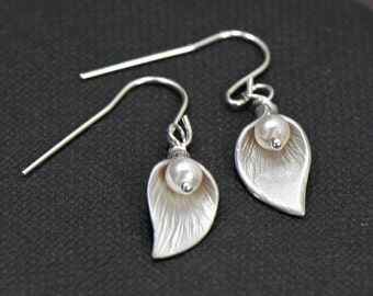 Silver Calla Lily Earrings, Lily Jewelry, Gifts for Her, Flower Earrings, Mothers Jewelry, Gifts for Mom, Graduation Gift, Birthday Idea