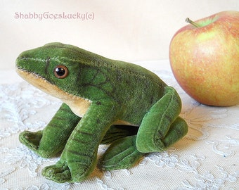 Steiff Frog Froggy vintage 1966 – 77, small sitting green velvet frog with plastic eyes, old stuffed animal frog prince