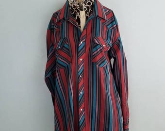 Vintage western cut wrangler pearl snap button down, perfectly aged, amazing colors, great condition!