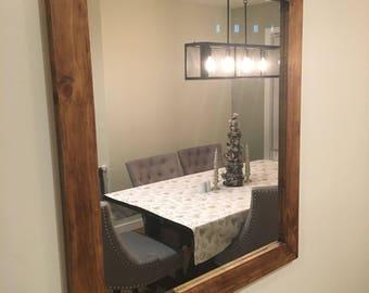 Bathroom mirror with rustic design