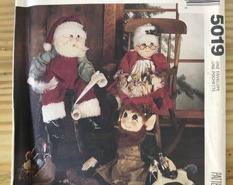 Mc Call's Craft 5019 Pattern. Santa Claus is coming to town.