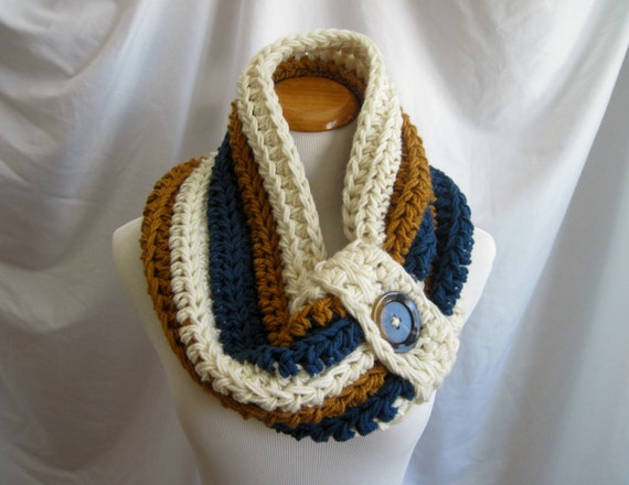 Cowl PATTERN Chunky Bulky Button Crochet Cowl: Off White