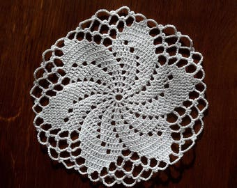 Round doily, 18 cm, white