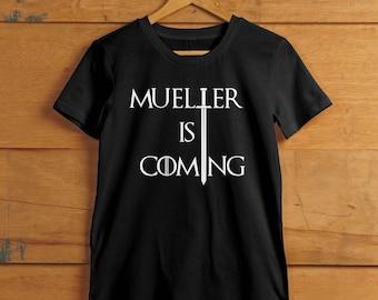 Mueller est à venir - inspiré de Game of Thrones et l'enquête de Russie Trump - femmes équipage et v-Neck T-shirt