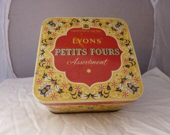 Vintage Retro 1940's/50's Lyons Petit Fours Tin
