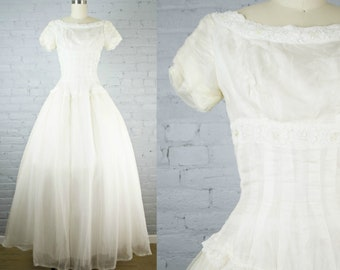 1950s wedding gown . vintage off white 50s chiffon and tulle prom dress . full skirt wedding gown . small xsmall