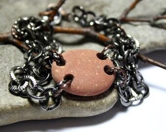 Bracelet en pierre - percée de plage rivière Pierre corail galets Rock bijoux en perles - Bracelet Chunky argent Gunmetal - éco terreux cadeau