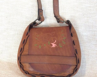 15% SUMMER SALE Vintage tan leather tooled stitched shoulder bag purse with birds hummingbird