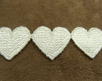 Pretty little embroidered heart - ivory