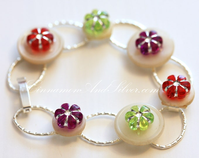 Colorful Boho Flower and Button Link Bracelet, Upcycled Vintage Button and Flower Bracelet, Colorful White Button and Flower Link Bracelet