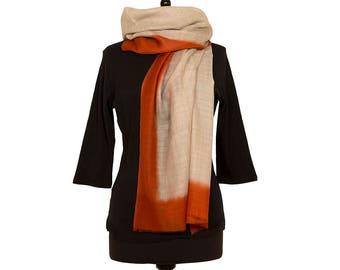 MERINO WOOL SCARF - Fine beige scarf with orange border