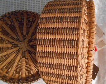 """Round WICKER STRAW & BAMBOO Woven Sewing Basket Tan Earth Brown Storage 1950s Handmade Radial Design Cover, Jewelry Trinket Keeper 8"""" d"""