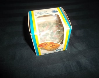 Vintage Partial Box of Approx 10, 2  1/4 inch Holly Cupcake Liners, Baking Cups, Muffin Tin Liners by Siluet