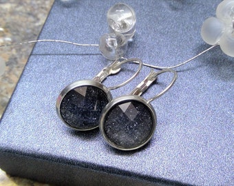 Silver-plated earrings with glass-cut cabochon in shimmering silver-grey