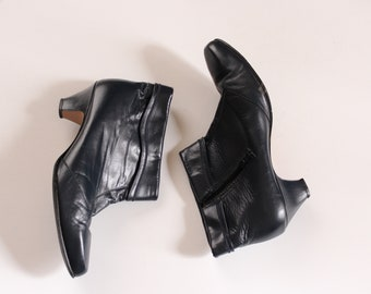 vintage 1980s leather booties, dark blue kitten heel ankle boots by Hill & Dale, APPROX womens size 9.5