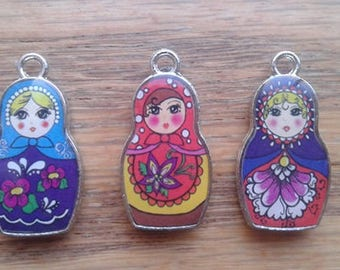 Matryoshka Doll Charms, Assorted Multi Color Silver Toned Russian Nesting Doll Pendants Charms x 1   (G-2)