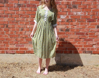 Vintage 1960s / 1970s Yellow / Green / Blue Floral Peasant Dress Lace Up Corset Front Maxi Summer Dress Women's Size Medium / Large