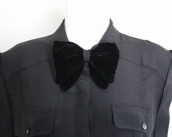 Vintage Velvet Bow / Womens Bowtie / Vintage Clip On Bowtie / Black Velvet Bowtie / Ladies Bowtie / Vintage Black Velvet Bowtie