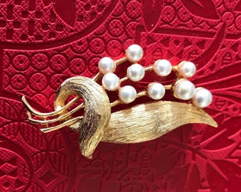Warm Gold Plated Leaf Brooch with Bubble Pearls